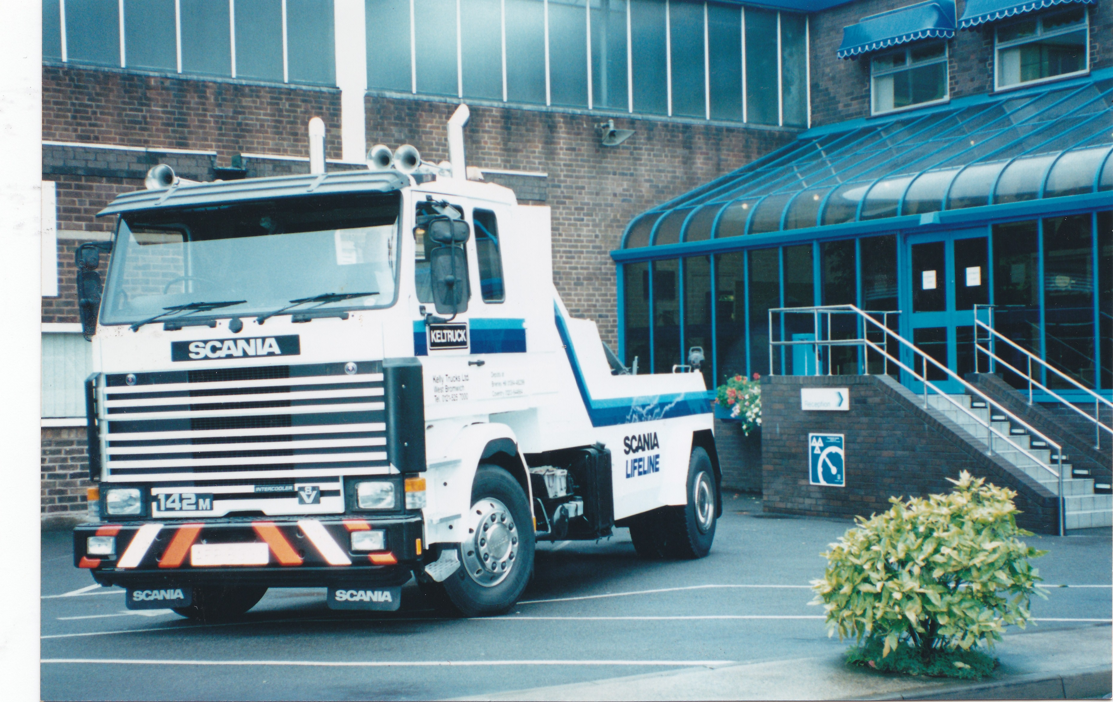 Scania R142 recovery vehicle outside Keltruck West Bromwich in the early 1990s.