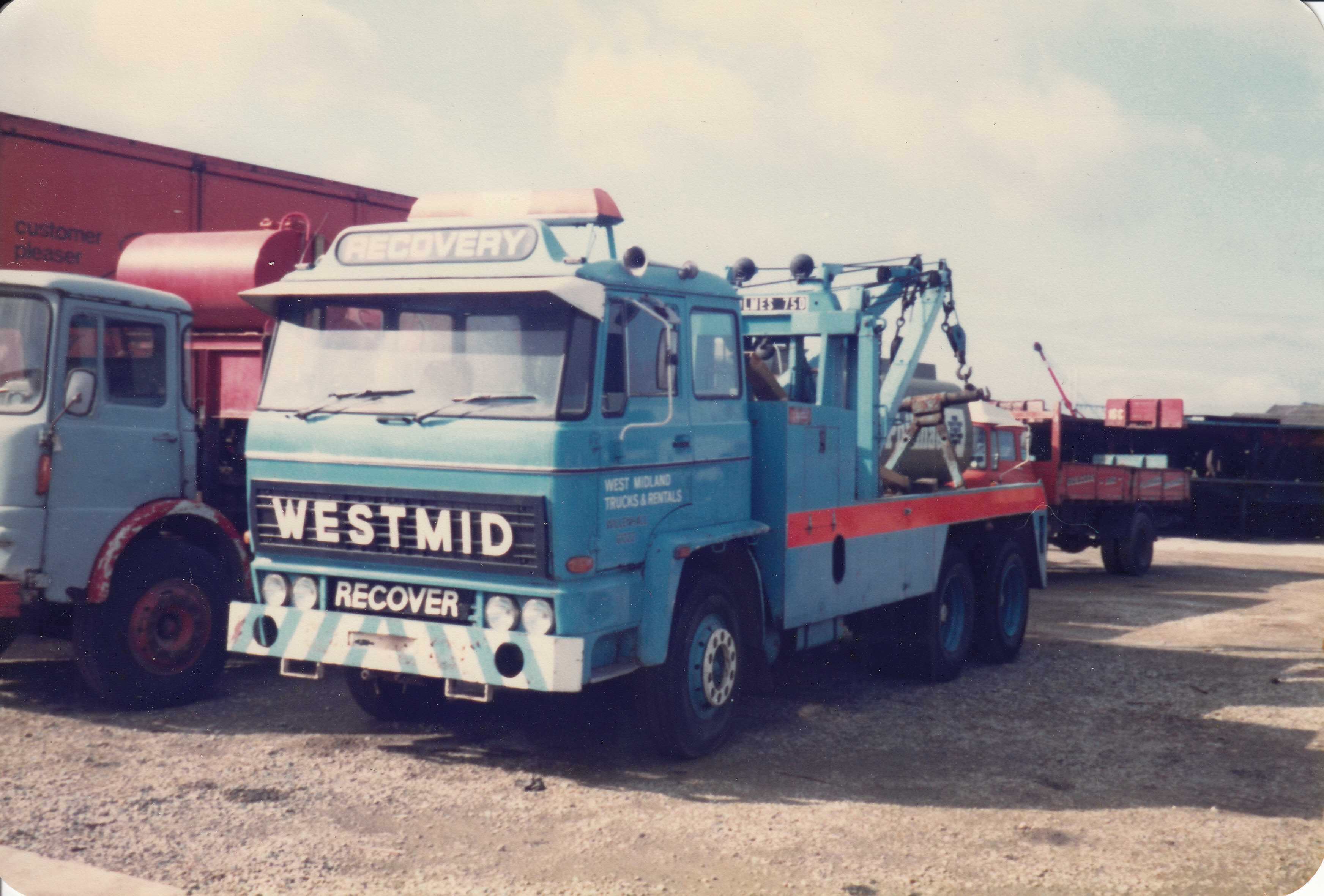 DAF recovery truck.