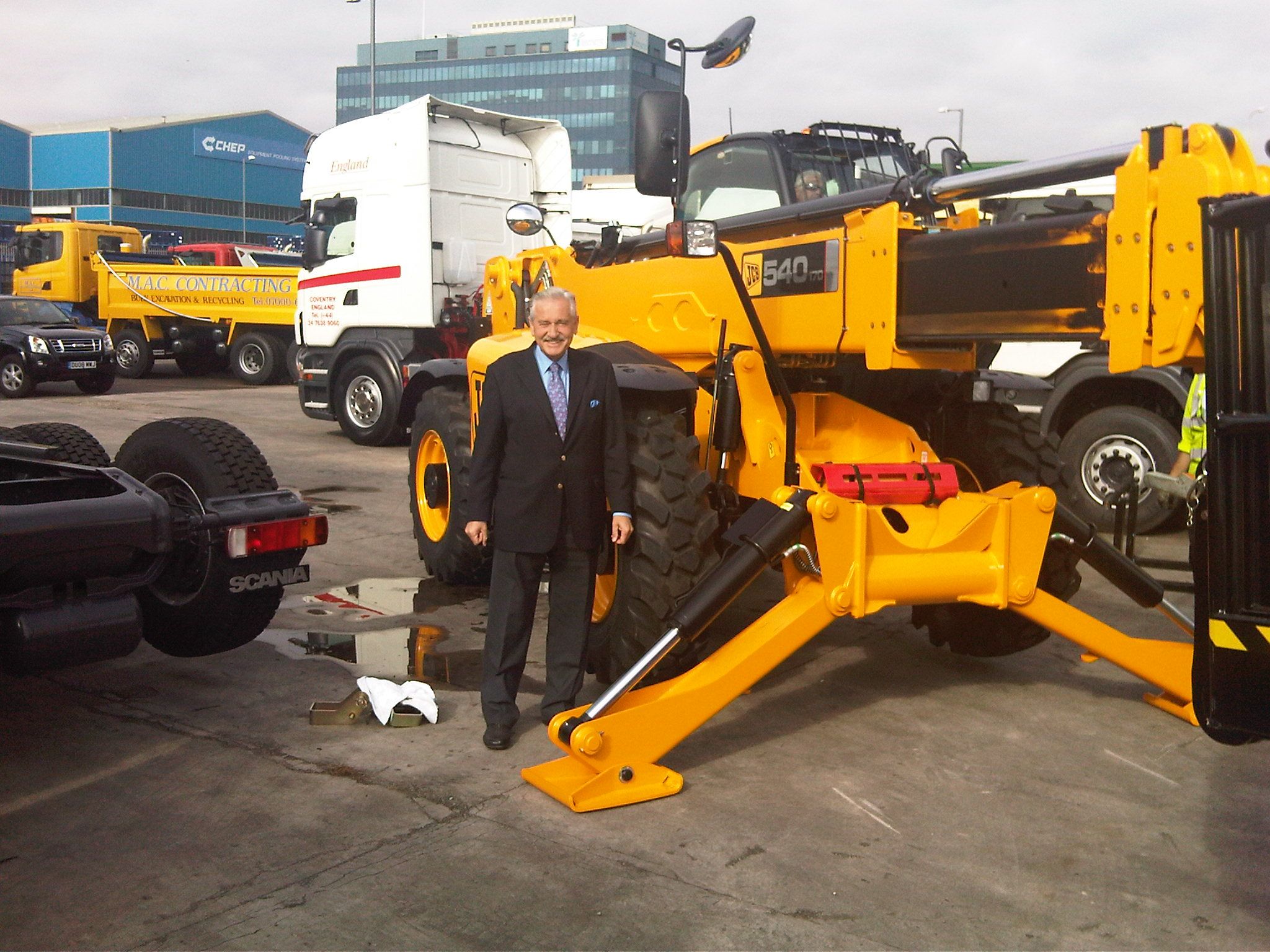 Chris Kelly introduces new JCB equipment for Keltruck Scania Vehicle Recycling